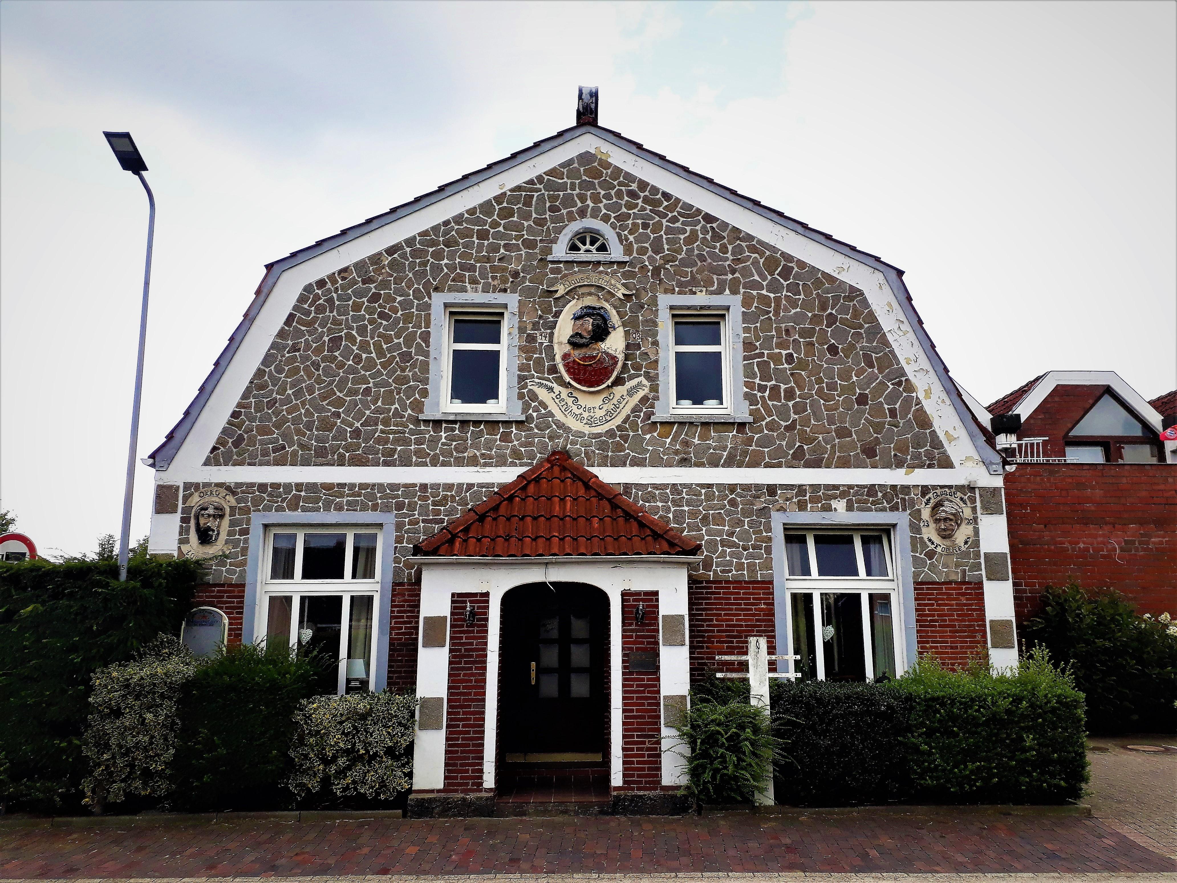 Upgant-Schott Verziertes Haus